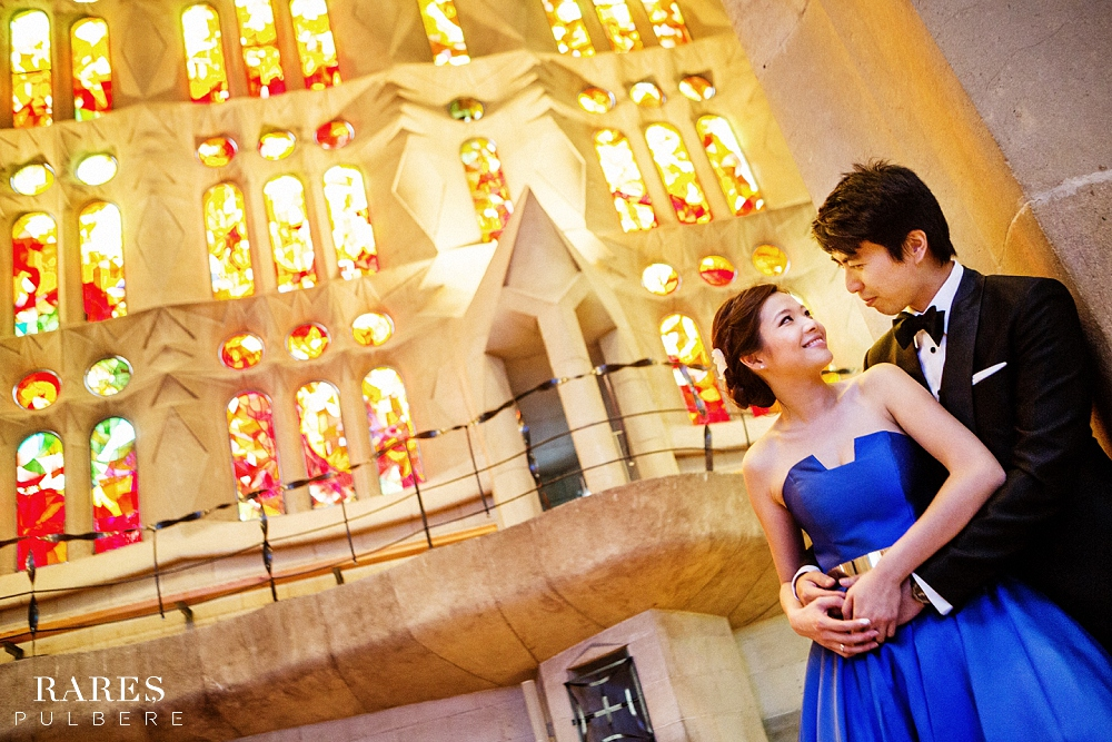 Barcelona prewedding photographer sagrada familia
