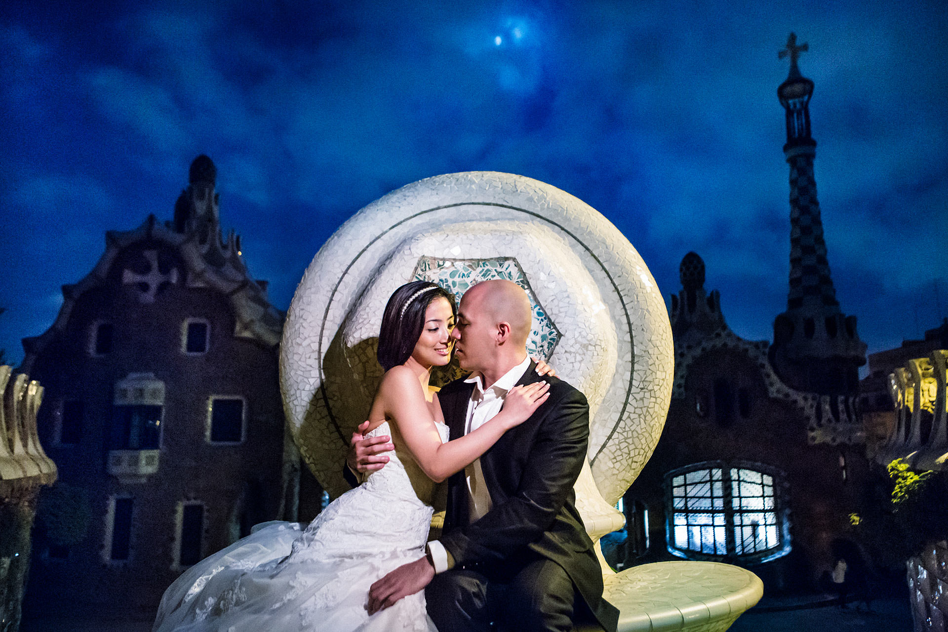 park guell night photos prewedding
